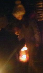 La bambina con la lanterna